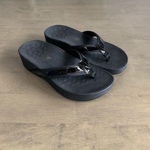 Vionic   High Tide Platform Thong Sandal Black